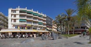 Rua se cidade do Los Cristianos, Tenerife, Ilhas Canárias, Espanha Imagem de Stock Royalty Free