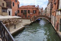 Rua típica de Veneza Foto de Stock