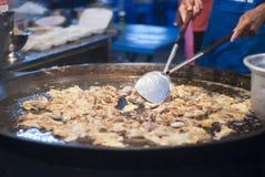 Rua tailandesa que cozinha o vendedor Imagens de Stock Royalty Free