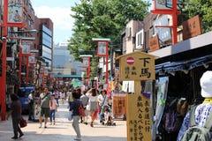 Rua tradicional da compra de Asakusa Fotos de Stock Royalty Free