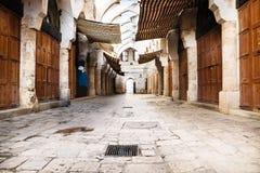 Rua tradicional de Souks com o telhado em Tripoli, Líbano Fotografia de Stock Royalty Free