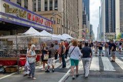 Rua tradicional justa na 6a avenida em New York City Imagens de Stock