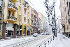 Rua urbana em uma tempestade da neve Imagem de Stock Royalty Free