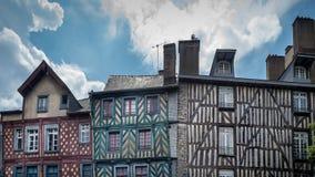 A rua velha Brittany de centro de cidade de Rennes, França fotografia de stock