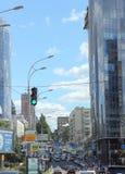 Rua velha com construções novas Fotos de Stock Royalty Free