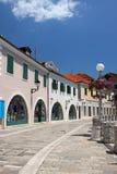 A rua velha da cidade em um dia ensolarado Foto de Stock