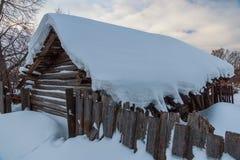 Rua velha da cidade no inverno, Soligalich foto de stock