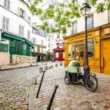 Rua velha de Monmartre, Paris Imagem de Stock Royalty Free
