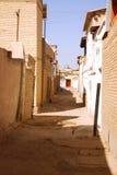 Rua velha do tijolo em Bukhara, Usbequistão fotografia de stock royalty free