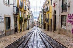 Rua velha em Lisboa, Portugal 30 de novembro de 2016 Imagens de Stock Royalty Free