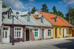 Rua velha no centro de Cetinje montenegro imagens de stock
