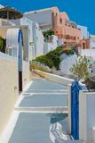 Rua velha tradicional em Santorini, Greece Imagens de Stock Royalty Free