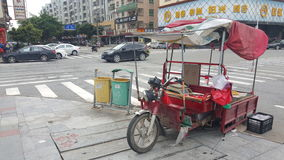 A rua vende de porta em porta no vehículo automóvel Fotografia de Stock
