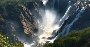 Ruacana cae en el río de Kunene en Namibia septentrional metrajes