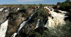 Ruacana cae en el río de Kunene en Namibia septentrional almacen de metraje de vídeo