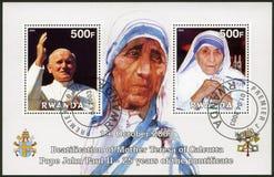 RUANDA -2003: Shows Mutter Teresa und Papst John Paul II Lizenzfreie Stockbilder