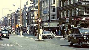 Ruas arquivísticas da compra de Soho de Londres video estoque