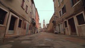 Ruas bonitas da cidade antiga de Chioggia Veneza pequena filme