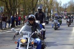 Ruas Bulgária de Varna da excursão dos motociclista Imagens de Stock