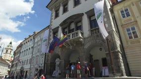 Ruas centrais da cidade de Ljubljana a cidade principal e a maior do Eslovênia Igrejas e castelo no monte filme