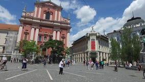 Ruas centrais da cidade de Ljubljana a cidade principal e a maior do Eslovênia Igrejas e castelo no monte video estoque
