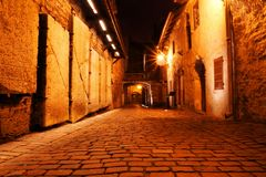 Ruas Cobbled do Tallinn velho, Estônia, Europa Fotos de Stock Royalty Free