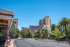 Ruas coloridas de Las Vegas no meio-dia Construções na rua da tira, Las Vegas, Nevada Fotografia de Stock