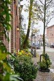 Ruas da cidade bonita de Haarlem, Países Baixos Imagens de Stock