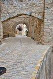 Ruas da cidade espanhola velha pequena Ares. Imagens de Stock