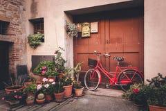Ruas da cidade europeia velha imagens de stock