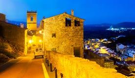 Ruas da noite de Villafames, cidade na Espanha imagens de stock royalty free