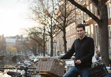 Ruas de Amsterdão imagens de stock royalty free