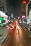 Ruas de Banguecoque na noite Fotografia de Stock