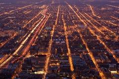 Ruas de Chicago na noite Fotografia de Stock Royalty Free