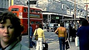 Ruas de compra arquivísticas de Londres video estoque