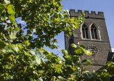 Ruas de Londres - uma torre de igreja Fotos de Stock Royalty Free