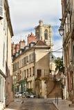 Ruas de Nevers - NEVERS - França imagens de stock