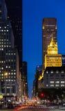 Ruas de New York City na noite Imagens de Stock Royalty Free