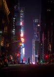 Ruas de New York City na noite Fotos de Stock Royalty Free