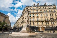 Ruas de Paris, França - curso Europa - outubro fotografia de stock royalty free