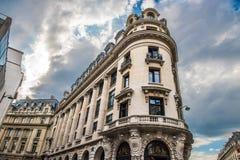Ruas de Paris, França - curso Europa - outubro foto de stock