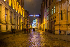 Ruas de Riga na noite foto de stock royalty free