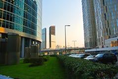 Ruas de um centro de negócios novo na Moscou-cidade imagem de stock royalty free