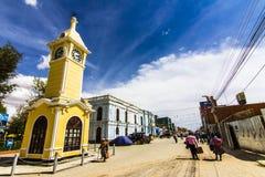 Ruas de Uyuni apenas um ot da vista o passado, Bolívia fotos de stock royalty free