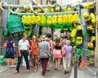 Ruas decoradas do distrito de Gracia Tema do problema do tóxico Imagens de Stock