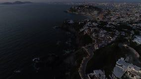 Ruas do centro da noite de Mazatlan aéreas filme