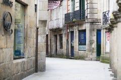 Ruas do centro histórico da cidade da Espanha de Pontevedra imagens de stock royalty free