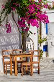Ruas e arquitetura do estilo de Cyclades na vila de Lefkes, Paros, Grécia fotografia de stock royalty free