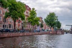 Ruas e canais de Amsterdão foto de stock royalty free