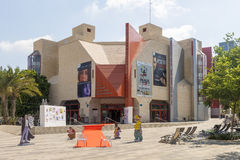 Ruas e casas contemporâneas do teatro em Tel Aviv Fotografia de Stock Royalty Free